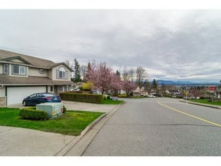 Photo 2: 7982 TOPPER DRIVE in Mission: Mission BC House for sale : MLS®# R2042980