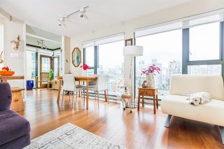Photo 1: Vancouver West in Yaletown: Condo for sale : MLS®# R2082284