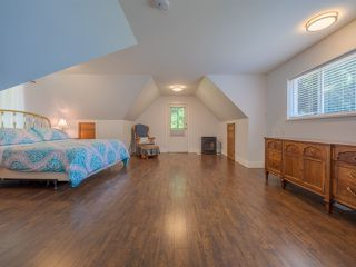 """Photo 17: 1454 SMITH Road in Gibsons: Gibsons & Area House for sale in """"LANGDALE"""" (Sunshine Coast)  : MLS®# R2412910"""