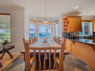 """Photo 9: 1454 SMITH Road in Gibsons: Gibsons & Area House for sale in """"LANGDALE"""" (Sunshine Coast)  : MLS®# R2412910"""