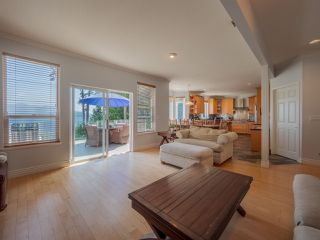 """Photo 7: 1454 SMITH Road in Gibsons: Gibsons & Area House for sale in """"LANGDALE"""" (Sunshine Coast)  : MLS®# R2412910"""