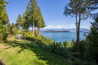 """Photo 13: 1454 SMITH Road in Gibsons: Gibsons & Area House for sale in """"LANGDALE"""" (Sunshine Coast)  : MLS®# R2412910"""