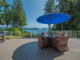 """Photo 3: 1454 SMITH Road in Gibsons: Gibsons & Area House for sale in """"LANGDALE"""" (Sunshine Coast)  : MLS®# R2412910"""