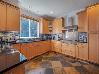 """Photo 6: 1454 SMITH Road in Gibsons: Gibsons & Area House for sale in """"LANGDALE"""" (Sunshine Coast)  : MLS®# R2412910"""
