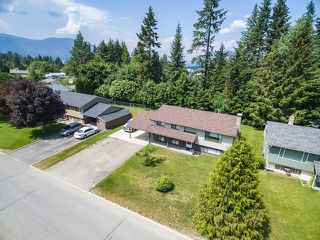 Photo 2: 3411 Southeast 7 Avenue in Salmon Arm: Little Mountain House for sale : MLS®# 10185360