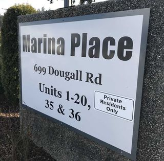 "Photo 18: 8 699 DOUGALL Road in Gibsons: Gibsons & Area Townhouse for sale in ""MARINA PLACE"" (Sunshine Coast)  : MLS®# R2392536"