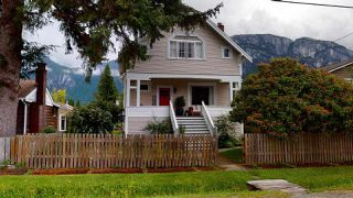 Photo 2: 38054 FIFTH Avenue in Squamish: Downtown SQ House for sale : MLS®# R2465104