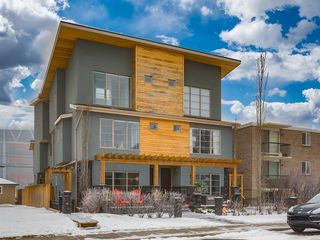 Photo 1: 1 1209 17 Avenue NW in Calgary: Capitol Hill Row/Townhouse for sale : MLS®# A1049759