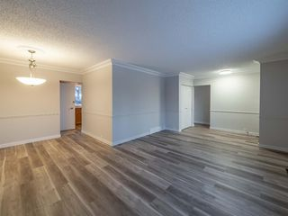 Photo 4: 1052 Thorneycroft drive NW in Calgary: Thorncliffe Detached for sale : MLS®# A1055288