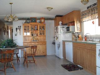 Photo 3: 402 4395 E Trans Canada Hwy E in : Dallas Manufactured Home for sale (Kamloops)  : MLS®# 121513