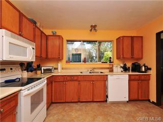 Photo 7: 3941 Leeds Crt in VICTORIA: SE Quadra Single Family Detached for sale (Saanich East)  : MLS®# 681188