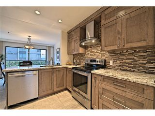Photo 2: 1830 BELLEVUE AV in West Vancouver: Ambleside Condo for sale : MLS®# V1102775