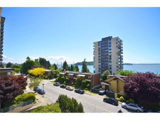 Photo 1: 1830 BELLEVUE AV in West Vancouver: Ambleside Condo for sale : MLS®# V1102775
