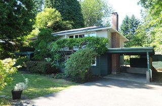 Photo 2: 1530 MERLYNN Crescent in North Vancouver: Westlynn House for sale : MLS®# R2392426