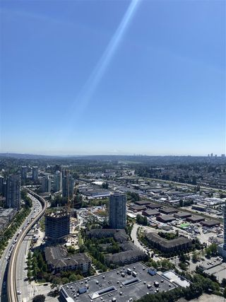 "Photo 4: 4605 1955 ALPHA Way in Burnaby: Brentwood Park Condo for sale in ""Amazing Brentwood 2"" (Burnaby North)  : MLS®# R2481243"