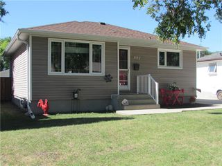 Photo 2: 992 Fleming Avenue in Winnipeg: East Kildonan Residential for sale (3B)  : MLS®# 202019171