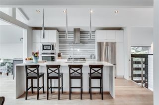 Photo 4: 2747 Chalice Road NW in Calgary: Charleswood Detached for sale : MLS®# A1043648