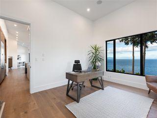 Photo 35: 5460 Bayshore Dr in : Na North Nanaimo House for sale (Nanaimo)  : MLS®# 859841