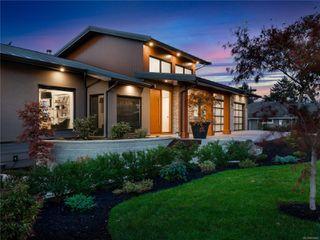 Photo 1: 5460 Bayshore Dr in : Na North Nanaimo House for sale (Nanaimo)  : MLS®# 859841