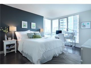 """Photo 7: 901 120 MILROSS Avenue in Vancouver: Mount Pleasant VE Condo for sale in """"THE BRIGHTON"""" (Vancouver East)  : MLS®# V976401"""