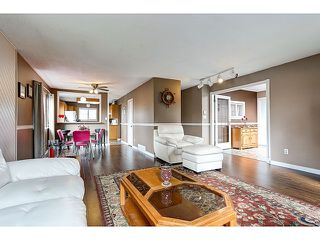 Photo 3: 21167 wicklund Avenue in Maple Ridge: Northwest Maple Ridge House for sale : MLS®# R2046258