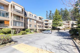 Photo 2: 309 1760 SOUTHMERE CRESCENT in Surrey: Sunnyside Park Surrey Condo for sale (South Surrey White Rock)  : MLS®# R2365149