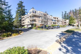 Photo 4: 309 1760 SOUTHMERE CRESCENT in Surrey: Sunnyside Park Surrey Condo for sale (South Surrey White Rock)  : MLS®# R2365149