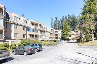 Photo 3: 309 1760 SOUTHMERE CRESCENT in Surrey: Sunnyside Park Surrey Condo for sale (South Surrey White Rock)  : MLS®# R2365149