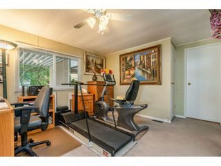 """Photo 10: 15851 NORFOLK Road in Surrey: King George Corridor Manufactured Home for sale in """"CRANLEY PARK"""" (South Surrey White Rock)  : MLS®# R2428769"""