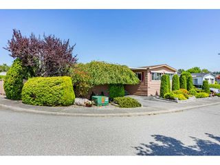 """Photo 2: 15851 NORFOLK Road in Surrey: King George Corridor Manufactured Home for sale in """"CRANLEY PARK"""" (South Surrey White Rock)  : MLS®# R2428769"""