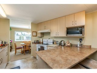 """Photo 7: 15851 NORFOLK Road in Surrey: King George Corridor Manufactured Home for sale in """"CRANLEY PARK"""" (South Surrey White Rock)  : MLS®# R2428769"""