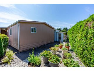 """Photo 19: 15851 NORFOLK Road in Surrey: King George Corridor Manufactured Home for sale in """"CRANLEY PARK"""" (South Surrey White Rock)  : MLS®# R2428769"""