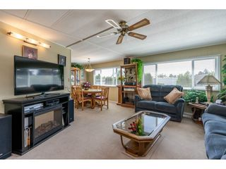 """Photo 4: 15851 NORFOLK Road in Surrey: King George Corridor Manufactured Home for sale in """"CRANLEY PARK"""" (South Surrey White Rock)  : MLS®# R2428769"""