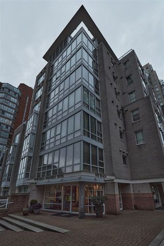 "Main Photo: 606 910 BEACH Avenue in Vancouver: Yaletown Condo for sale in ""The Meridian"" (Vancouver West)  : MLS®# R2432054"