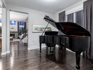 Photo 4: 86 ASCOT Crescent SW in Calgary: Aspen Woods Detached for sale : MLS®# A1038949