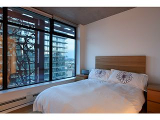 "Photo 8: 2204 128 W CORDOVA Street in Vancouver: Downtown VW Condo for sale in ""WOODWARDS"" (Vancouver West)  : MLS®# V953362"