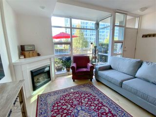 """Photo 2: TH15 168 E ESPLANADE in North Vancouver: Lower Lonsdale Townhouse for sale in """"The Pier"""" : MLS®# R2504583"""
