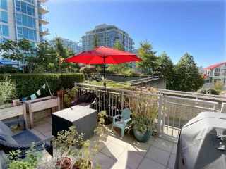 """Photo 5: TH15 168 E ESPLANADE in North Vancouver: Lower Lonsdale Townhouse for sale in """"The Pier"""" : MLS®# R2504583"""