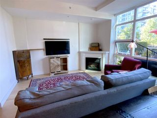 """Photo 3: TH15 168 E ESPLANADE in North Vancouver: Lower Lonsdale Townhouse for sale in """"The Pier"""" : MLS®# R2504583"""