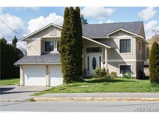 Photo 1: 804 Beckwith Avenue in VICTORIA: SE Lake Hill Single Family Detached for sale (Saanich East)  : MLS®# 321989