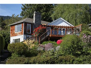 Photo 1: 2647 MARINE DR in West Vancouver: Dundarave House for sale : MLS®# V978040