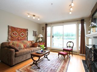 "Photo 3: 16 877 W 7TH Avenue in Vancouver: Fairview VW Townhouse for sale in ""THE EMERALD"" (Vancouver West)  : MLS®# V978833"