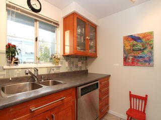 "Photo 9: 16 877 W 7TH Avenue in Vancouver: Fairview VW Townhouse for sale in ""THE EMERALD"" (Vancouver West)  : MLS®# V978833"