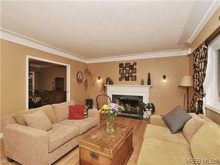 Photo 3: 1895 Hillcrest Ave in VICTORIA: SE Gordon Head House for sale (Saanich East)  : MLS®# 641305