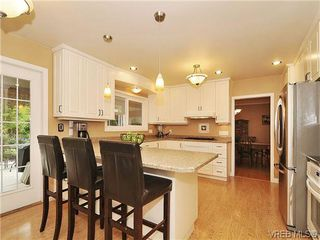 Photo 6: 1895 Hillcrest Avenue in VICTORIA: SE Gordon Head Single Family Detached for sale (Saanich East)  : MLS®# 323811
