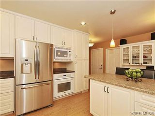 Photo 5: 1895 Hillcrest Avenue in VICTORIA: SE Gordon Head Single Family Detached for sale (Saanich East)  : MLS®# 323811