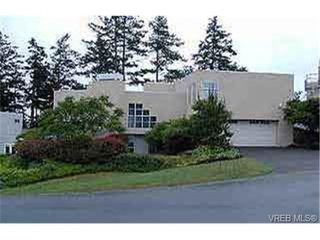 Photo 1: 3929 Jean Pl in VICTORIA: SW Strawberry Vale Single Family Detached for sale (Saanich West)  : MLS®# 216349