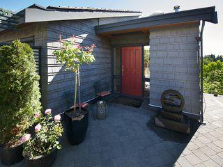 Photo 3: 1420 VIEW CR in Tsawwassen: Beach Grove House for sale : MLS®# V1074121