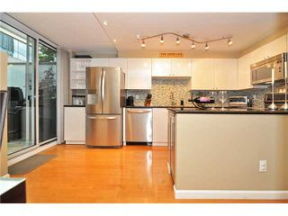 Photo 14: # 210 1166 MELVILLE ST in Vancouver: Coal Harbour Condo for sale (Vancouver West)  : MLS®# V1077124