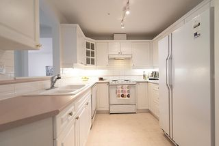 Photo 8: 306 5835 HAMPTON PLACE in Vancouver: University VW Condo for sale (Vancouver West)  : MLS®# R2291609